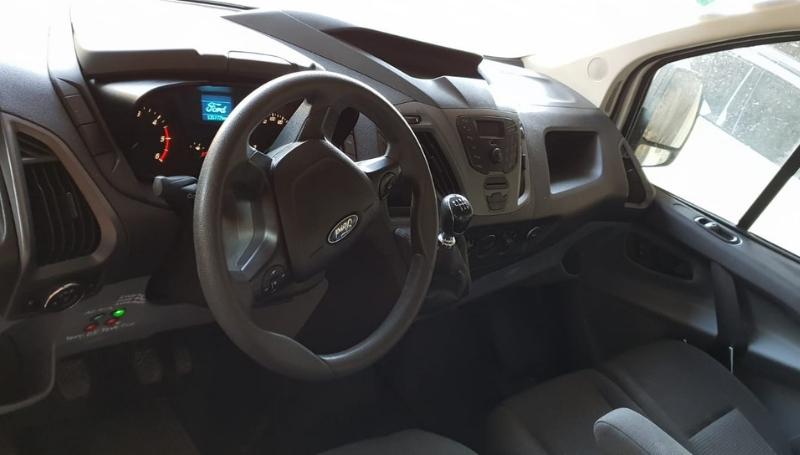 Ford Custom – Noleggio furgoni trasporto cani_5