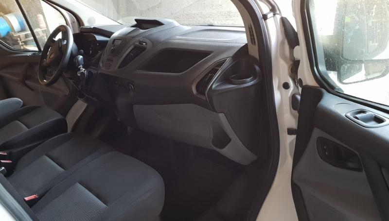 Ford Custom – Noleggio furgoni trasporto cani_8